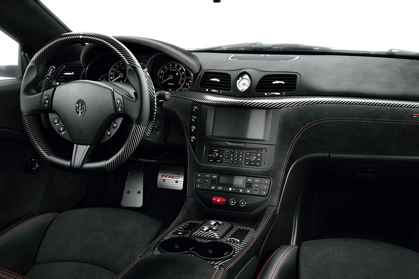 Maserati Granturismo MC Stradale đẹp xuất sắc giữa lòng thủ đô