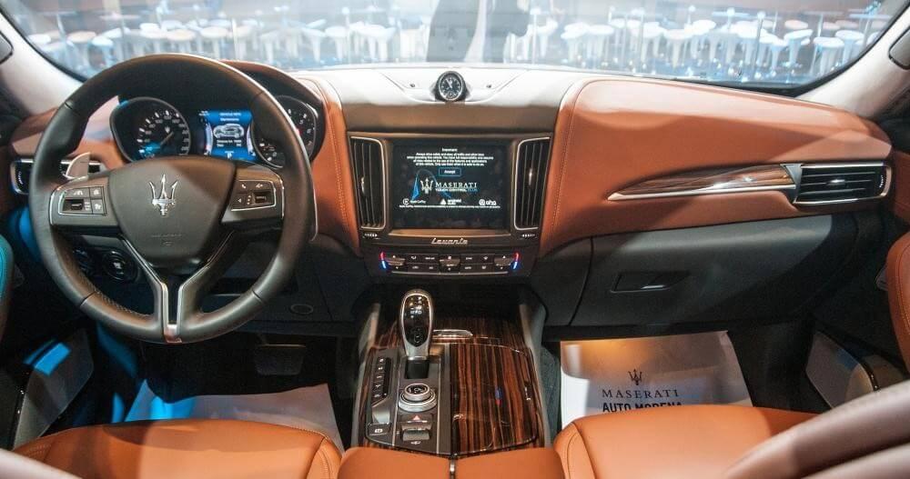 """Chiêm ngưỡng """"thỏi chocolate"""" di động Maserati Levante độ mâm Lexani siêu độc"""