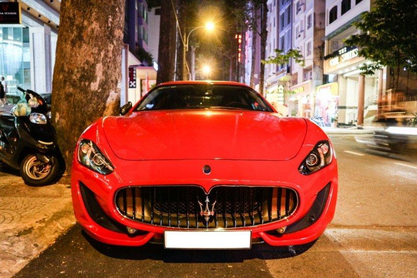 Maserati GranTurismo Sport màu đỏ - hàng độc ở Việt Nam