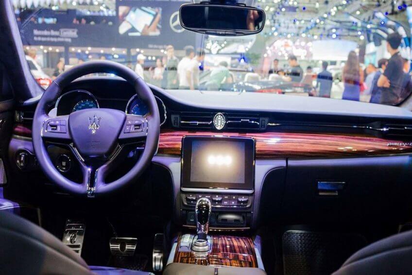 So sánh nội thất Maserati Quattroporte và Porsche Panamera